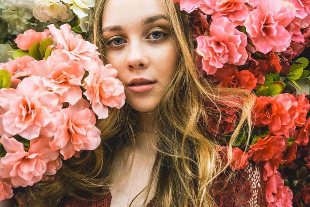 Femeia Balanţa Flori